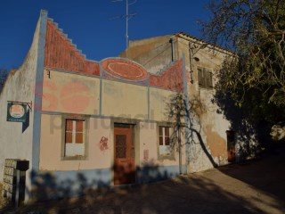 Traditional house in a quiet area with lovely sea view.  In need of restoration. | 4 Bedrooms | 2WC