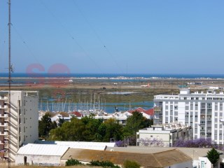 Beautifully appointed three bedroom apartment in a select area of Faro with stunning views. | 3 Bedrooms | 2WC