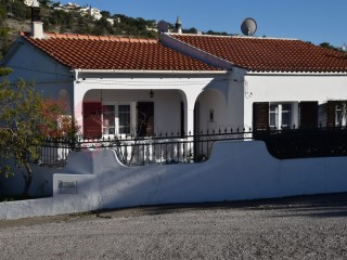 Typical Portuguese house with beautiful countryside views in a quiet location | 3 Bedrooms + 1 Interior Bedroom | 1WC