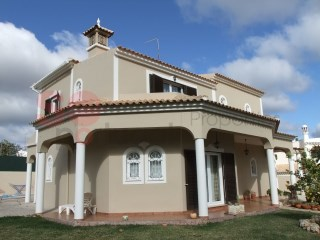 Lovely Villa in the residential area near Loule | 4 Bedrooms + 1 Interior Bedroom | 3WC