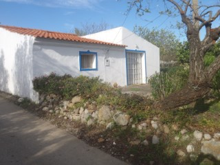 COUNTRY HOUSE WITH 1.650 M2 LAND – ESTIRAMANTENS | 3 Bedrooms | 1WC