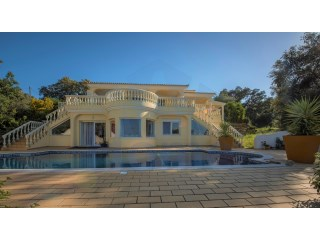 A beautiful, spacious villa in a classic style, located in the hilly landscape south west of São Brás de Alportel. | 5 Bedrooms