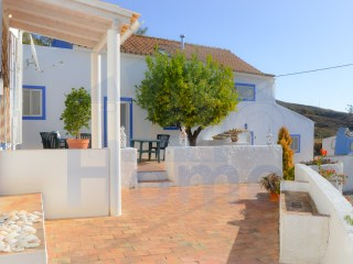 Two houses, quiet and rural located in the hills, in a small hamlet north of Tavira. | 5 Bedrooms | 4WC