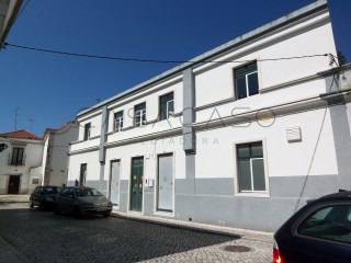 Building with 2 floors-Setúbal's historical centre-terrace |