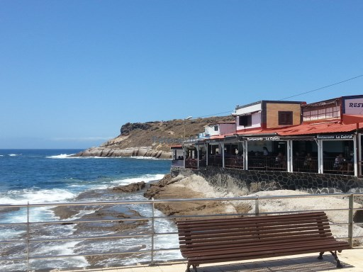 corner Local to reform in la caleta  |