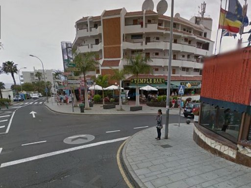Excelente local situado en San Eugenio, Costa-Adeje. |