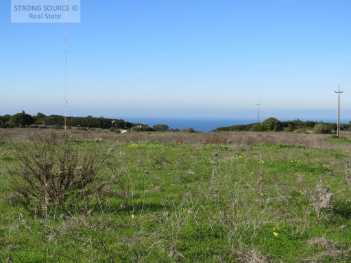 Land for sale in Sesimbra / Azóia with 12.000,00 m2 and possibility of construction of 480 m2 up to 2 floors.