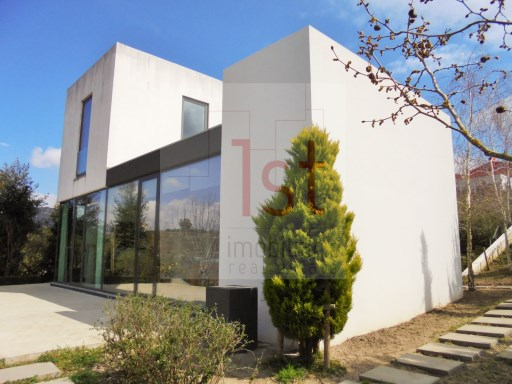 3 bedroom Villa (250m2), arq. contemporary, in batch with 3,000 m2 and 30Kms from Lisbon | 3 Bedrooms | 3WC