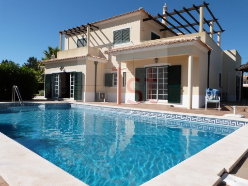 V4 Villa (190 m 2) on a plot with 1,000 m2 with swimming pool | 4 Bedrooms