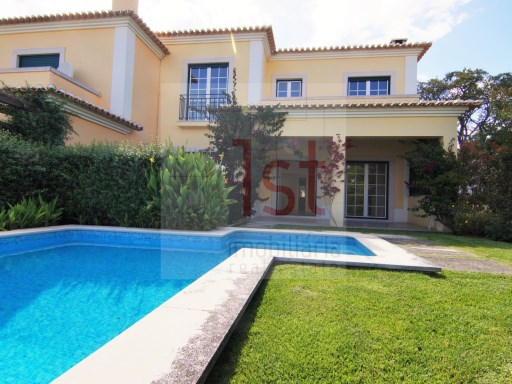 House 4 bedrooms with swimming pool in gated community with security 12:00 am-Bicesse | 4 Bedrooms | 4WC