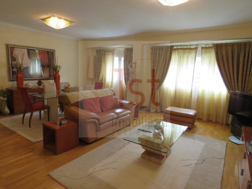 Luxury apartment 3 bedrooms, furnished, Lisbon/Orange, good areas, like new, accepts possible exchange. | 3 Bedrooms | 2WC