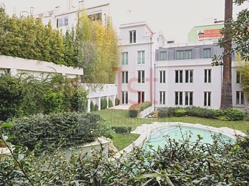 All renovated building with gardens and swimming pool and stunning panoramic views of Lisbon City |