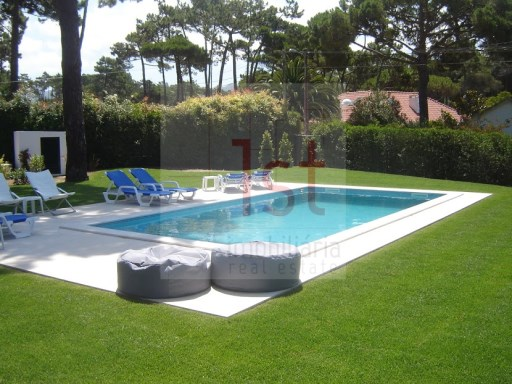 Detached single storey V4 (useful area 305m2) in Banzão, in Colares | 4 Bedrooms | 5WC