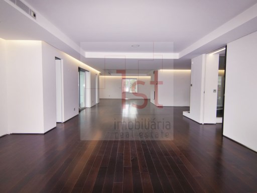 Fabulous T5 +1 new inserted into a luxury condominium in Lisbon | 6 Bedrooms | 7WC