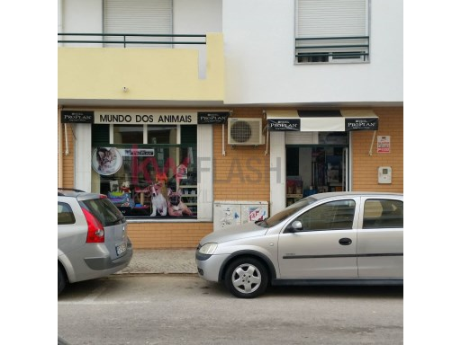 Pet Shop for sale in the Centre of the town of Olhão. |