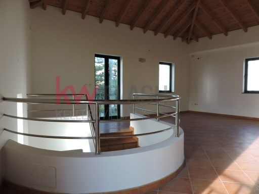 Fantastic commercial space with 149 sqm in a two-story building in downtown Faro! |