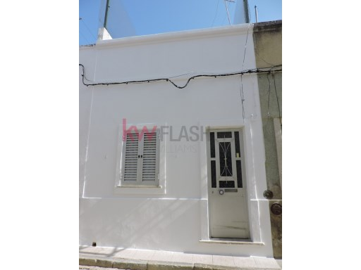 House 2 bedrooms in the lower town of Olhão. | 2 Bedrooms | 2WC