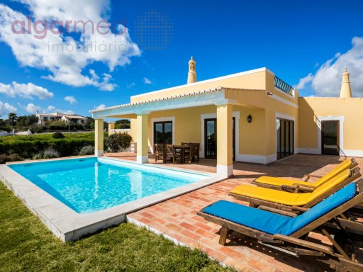 ALGARVE - Lagos - 3+1 bedroom Villa for sale, with private pool and parking, in a development in front of the sea | 3 Bedrooms + 1 Interior Bedroom | 4WC