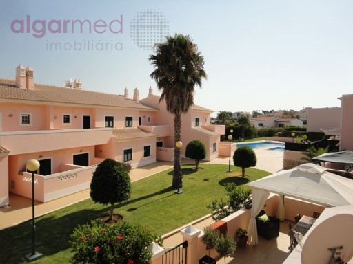 ALGARVE - Albufeira - 3 Bedroom Townhouse for sale, in a private condominium with pool and garage | 3 Bedrooms | 3WC