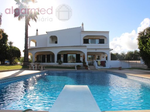 ALGARVE - Armação de Pêra - Amazing 4 bedroom villa for sale, with swimming pool, garden and garage for 5 cars | 4 Bedrooms | 4WC