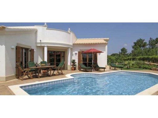 Excellent quality villa with 3 bedrooms with swimming pool | 3 Bedrooms + 1 Interior Bedroom | 2WC