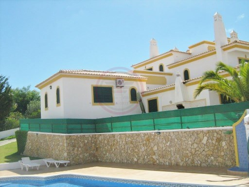 Townhouse in Albufeira, 5 minutes from the beach | 2 Bedrooms | 2WC