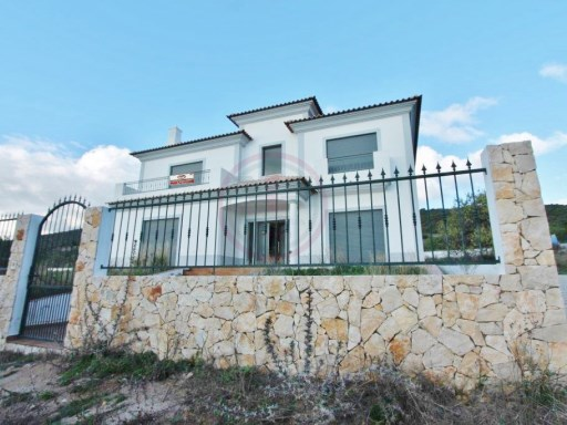 Villa to debut with 3 bedrooms and land, near Estoi | 3 Bedrooms | 4WC