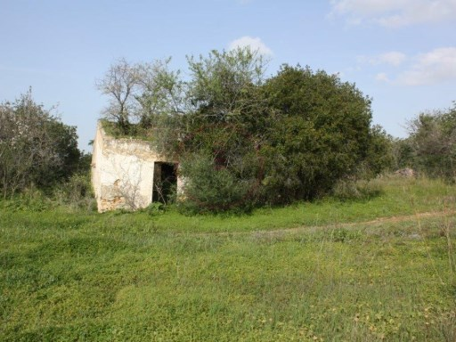 Land near Loule for construction of villa with 300sqm + pool |