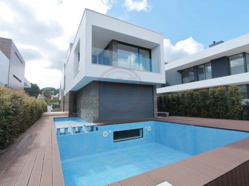 Luxury contemporary Villa t4 2kms from the beach with pool | 4 Bedrooms | 5WC