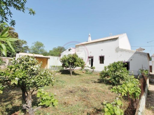 Traditional villa with 4 bedrooms, to recover, with some land | 4 Bedrooms | 1WC