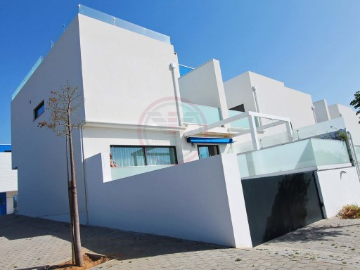 Semi-detached villa with 3 bedrooms and great sea views in Fuseta | 3 Bedrooms | 3WC