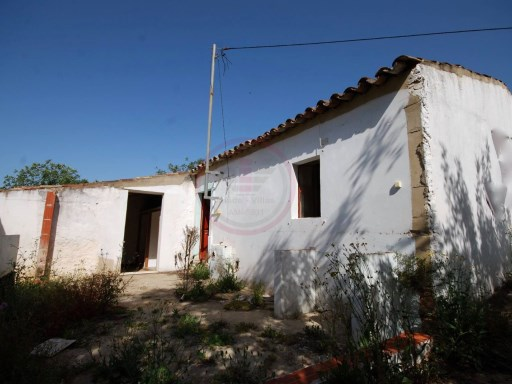 Land with House to rebuild in São Brás de Alportel | 1 Bedroom | 1WC