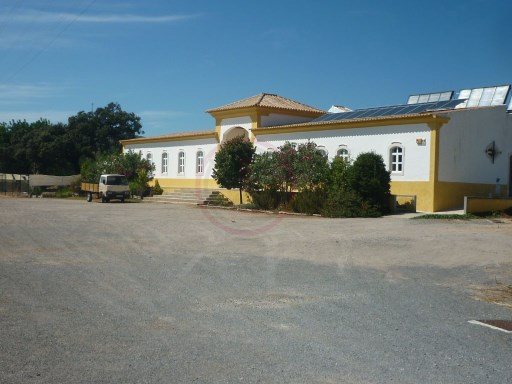 Property in São Brás de Alportel, ideal for a B&B | 9 Bedrooms | 2WC