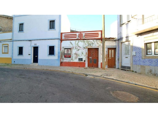 Typical townhouse to renovate in the Centre of Tavira | 2 Bedrooms | 2WC