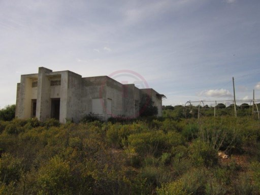 Plot of land for construction of villa in Loulé |