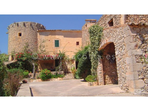 Year Mallorcan finca CA. 1850 with a listed 14th century Arab defence tower. | 4 Bedrooms