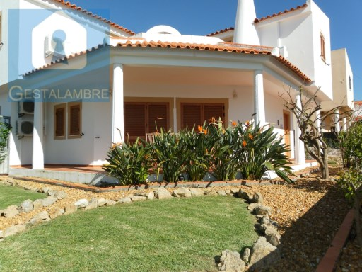 Detached villa for sale in Olhos de Agua, Albufeira | 4 Bedrooms | 3WC