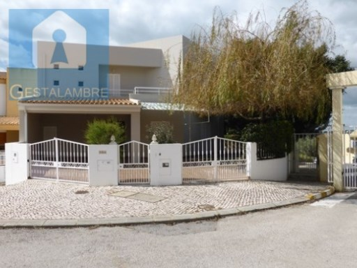 Magnificent villa T4 located in Pêra | 4 Bedrooms | 3WC
