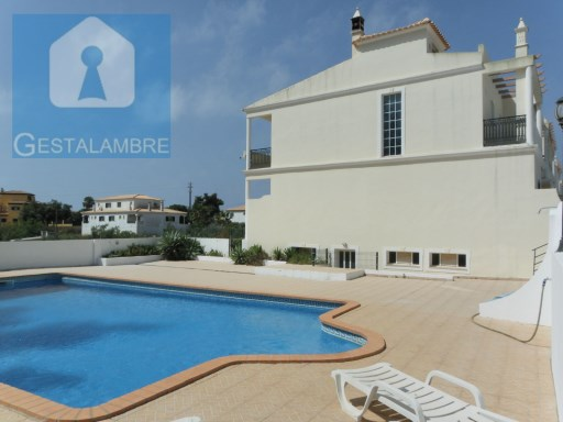 Three bedroom townhouse for sale in Albufeira | 3 Bedrooms | 3WC
