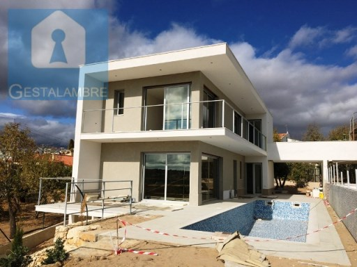 Magnificent villa T4 with pool and garden in Pera | 4 Bedrooms | 5WC