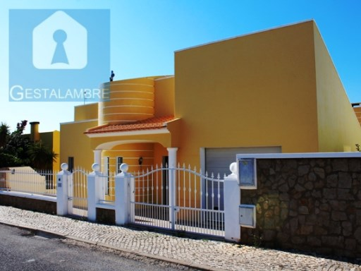 Fantastic 3 bedroom villa plus two T1 with independent entrance in Albufeira | 5 Bedrooms | 4WC