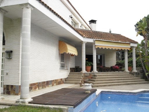 Villa with swimming pool and garden | 8 Bedrooms | 5WC