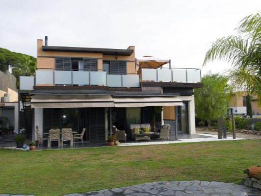 Villa with sea and mountain views | 4 Bedrooms | 3WC