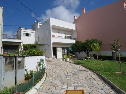 Villa for sale in Barcarena Queluz de Baixo Lisbon | 4 Bedrooms