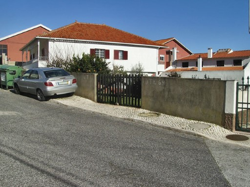 Urban land for sale in Odivelas |