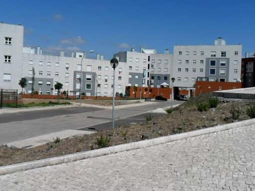 Urban plots for sale in Amadora, Lake Homes |