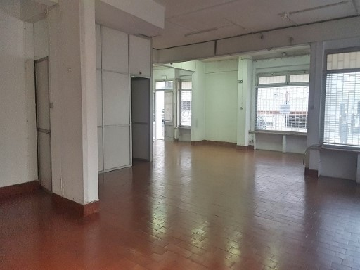 Shop for rent in Linda-a-Velha, Oeiras |