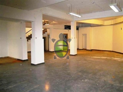 Warehouse for sale or lease in Lapa, Lisbon |