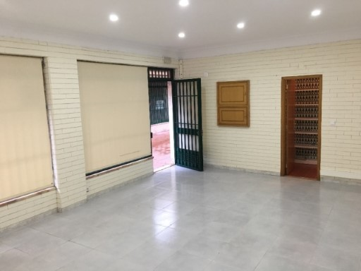 Shop for sale in Tullamore, Queluz |