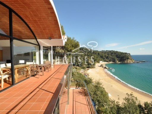 Villa in first line of sea in Cala Canyelles - ref.0976 | 4 Bedrooms | 3WC